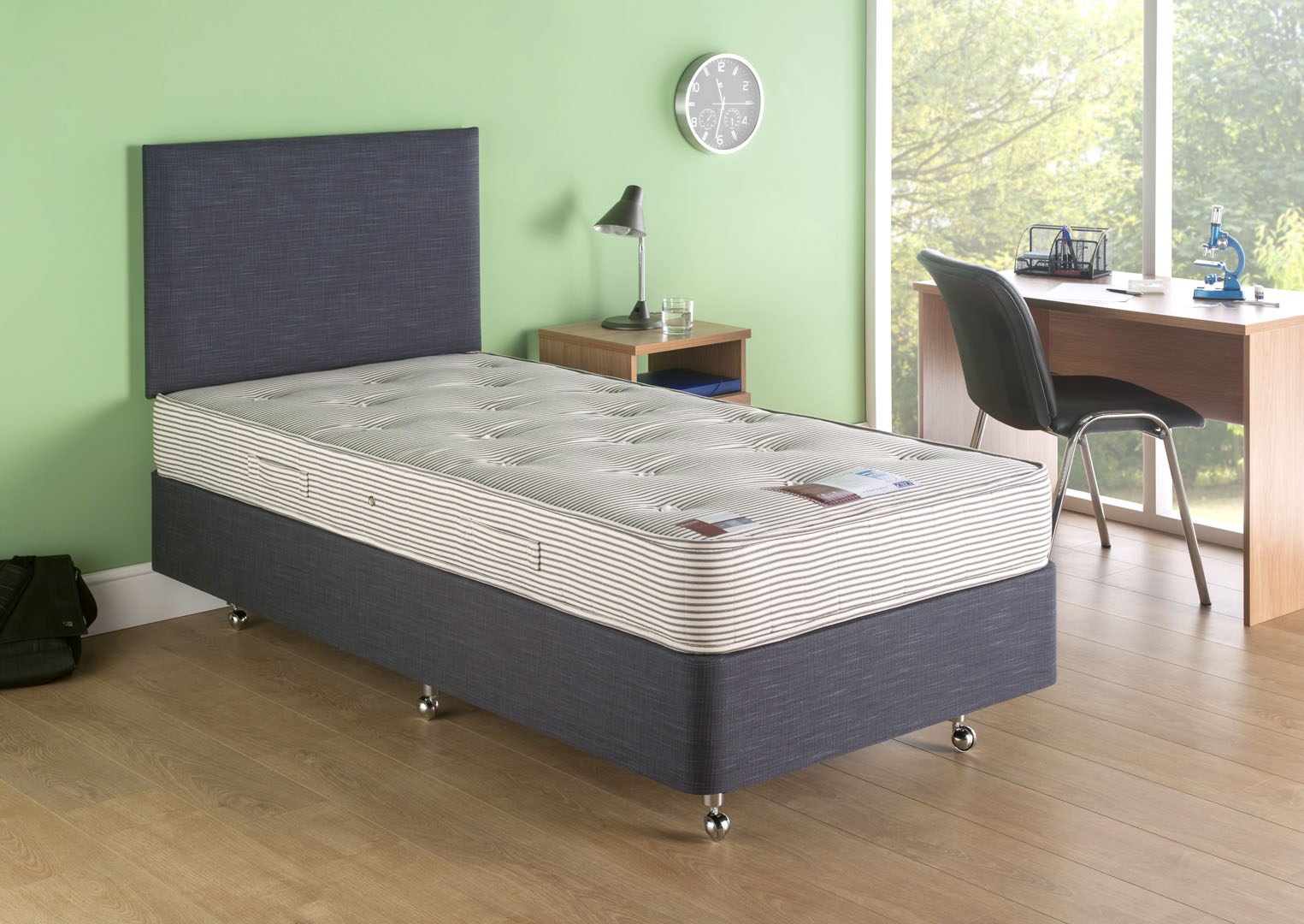 Campus mattress on a deep platform top base